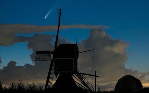 In Beeld: komeet Neowise vandaag het dichtst bij aarde