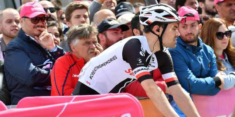 Peloton in Ronde van Italië op weg naar Imola