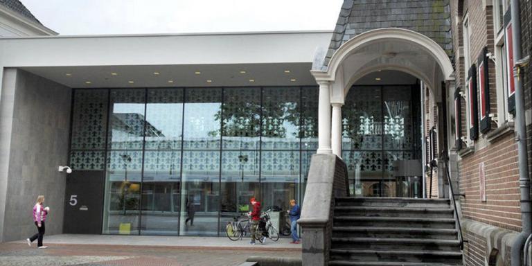 Het gemeentehuis van Veendam. Foto archief DvhN