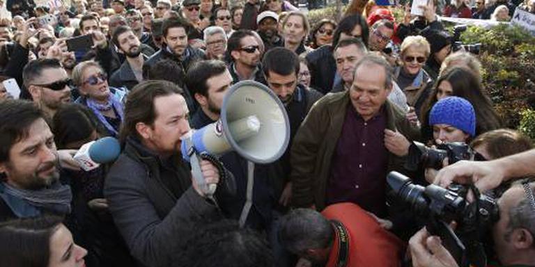 Spanjaarden straat op tegen armoede
