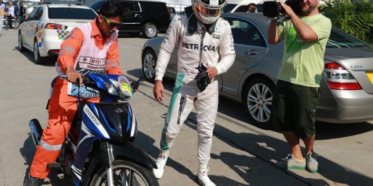 Hamilton eist opheldering van Mercedes
