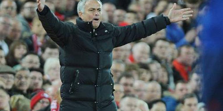 Mourinho naar tribune gestuurd