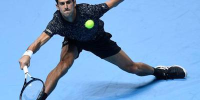 Djokovic eenvoudig naar eindstrijd in Londen