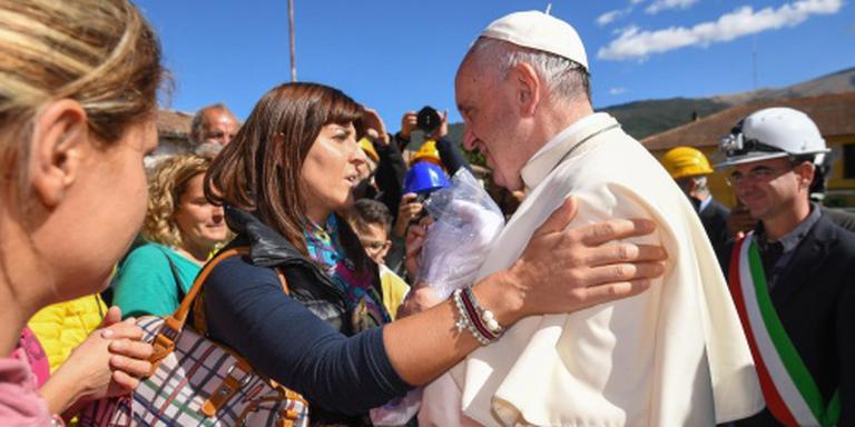 Paus troost slachtoffers aardbeving