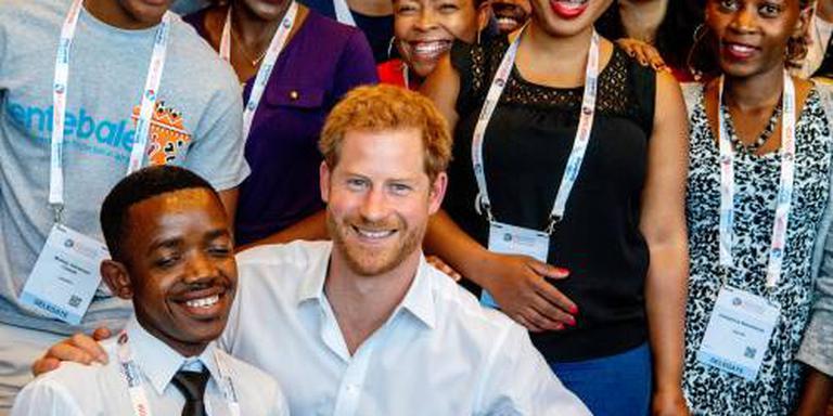 Harry hoopt op jeugd in strijd tegen aids