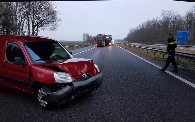 A37 tussen Klazienaveen en Zwartemeer weer open na botsing tussen vrachtwagens.
