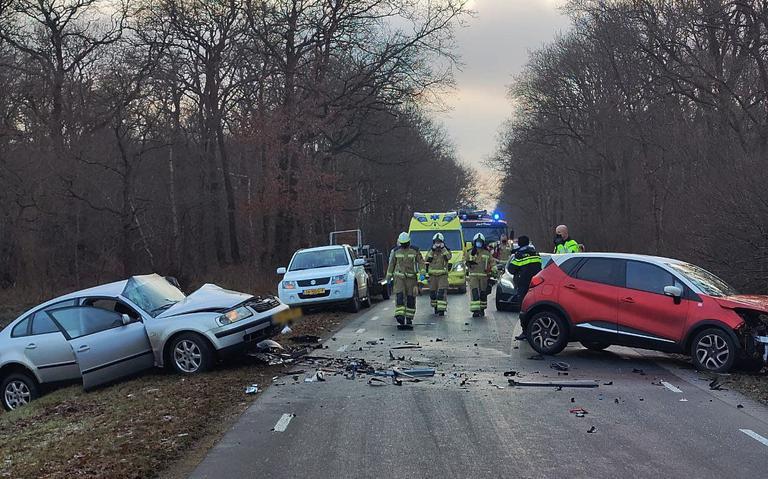 Pas op voor gladheid! Bij Gasteren en Zeijen zijn vrijdagochtend al ongelukken gebeurd op spekgladde wegen.