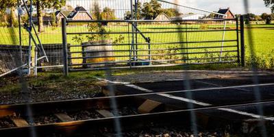 ProRail mag overweg afsluiten met betonblokken