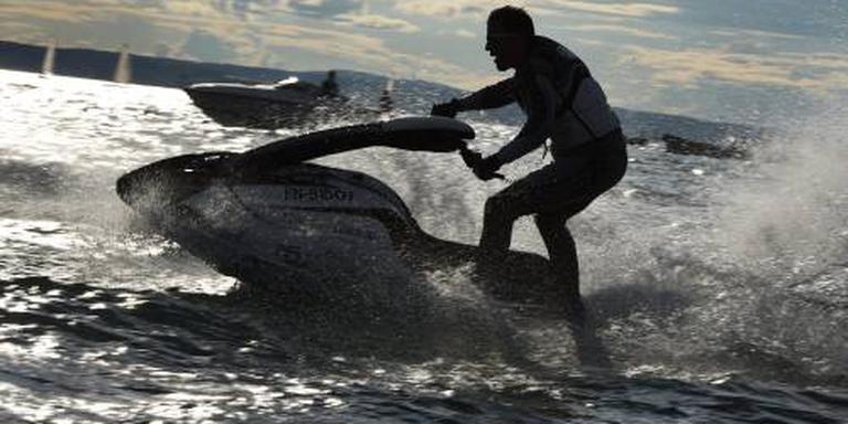 Australiër schept zoontje (9) met jetski