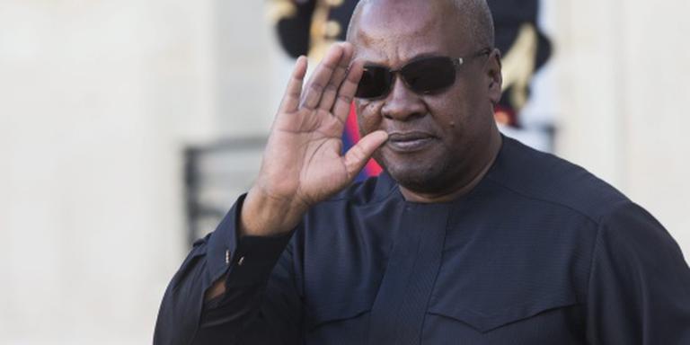 Betogers steken parlement Gabon in brand