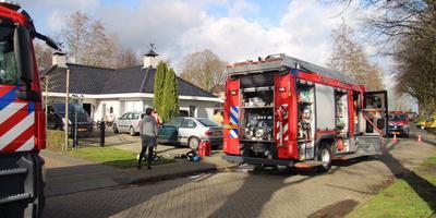 De brandweer aan de Willehadshof in Emmer-Compascuum. Foto: Van Oost Media