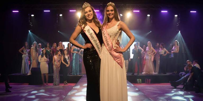 Anke (links, Miss Beauty) en Linda (Miss Teen).