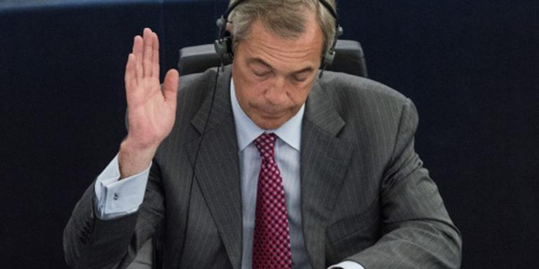 Farage blijft in Europees Parlement