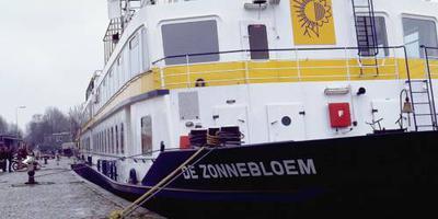 Zorgschip Zonnebloem kan niet meer over Rijn