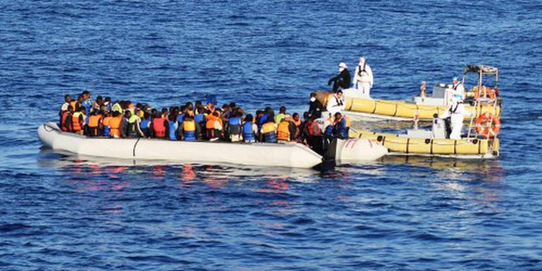 Nederlands schip redt 350 bootvluchtelingen