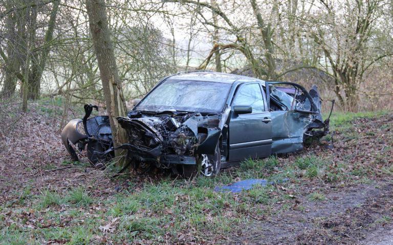 Drie gewonden bij auto-ongeluk bij Exloo, bestuurder uit Emmen wordt gehoord door de politie.