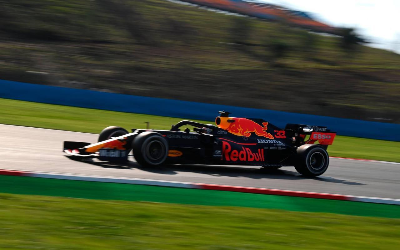 Max Verstappen tijdens de eerste training op het circuit van Istanbul.