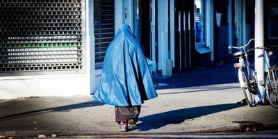 Algerije verbiedt boerka op het werk