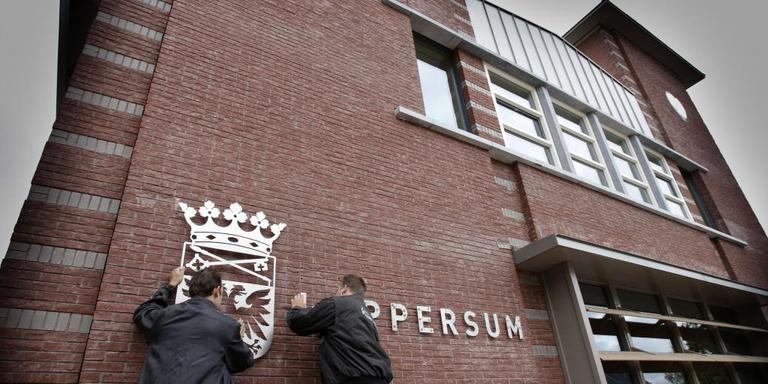 Oppositie Loppersum zet B en W mes op keel
