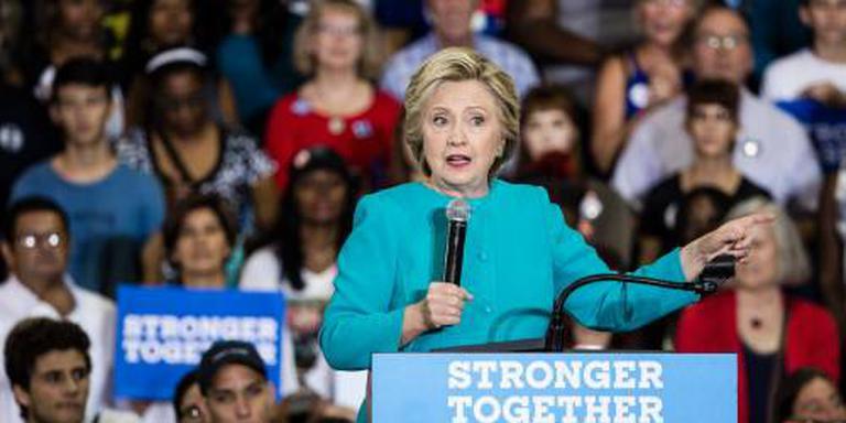 Clinton valt iets terug in polls