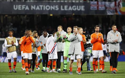 Oranje knokt zich in meeslepend voetbalgevecht naar finale Nations League
