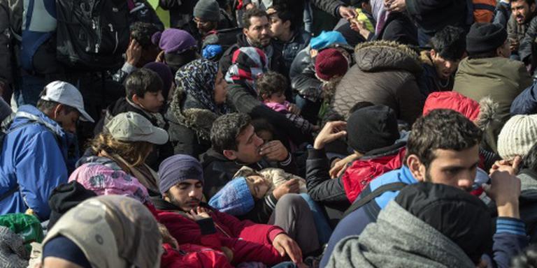 'Aantal asielzoekers naar Nederland halveert'