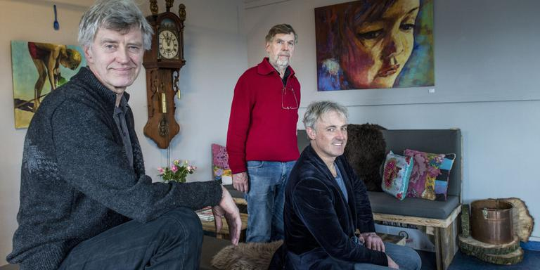 Mike Snijder, Jogchem de Jonge en Peter Prak (vlnr) in de 'huiskamer' van De Rieshoek. FOTO GEERT JOB SEVINK