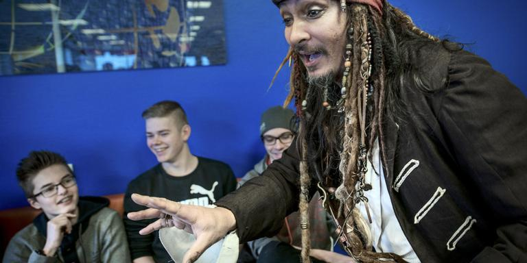 Jack Sparrow ronselt scholieren