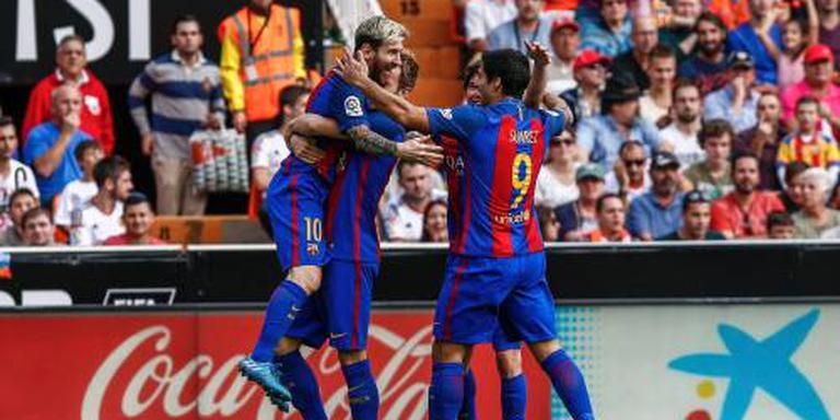 Barcelona met late strafschop langs Valencia