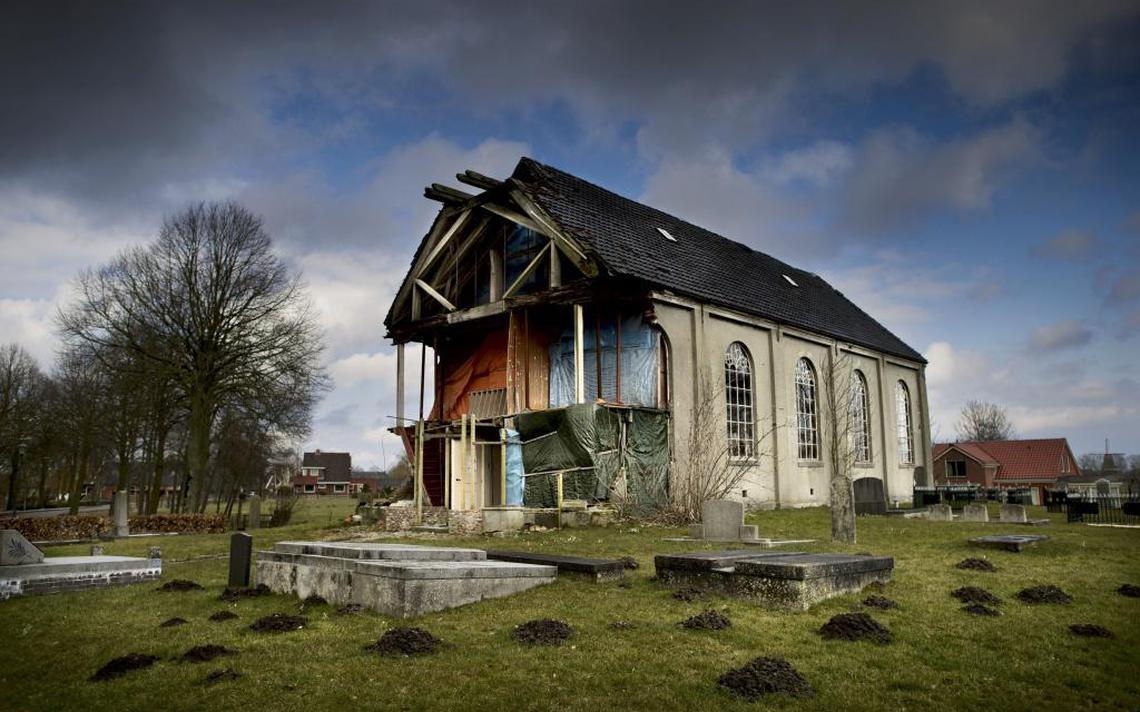 Vervallen kerk Garsthuizen gaat plat - Dagblad van het Noorden