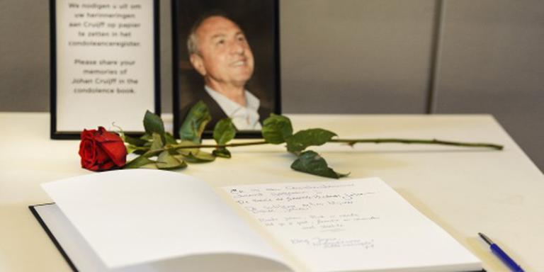 Grote rij voor condoleanceregister Cruijff