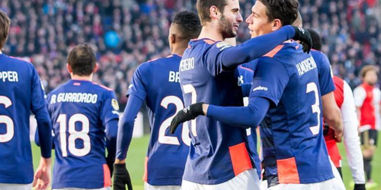 PSV schudt Feyenoord van zich in De Kuip