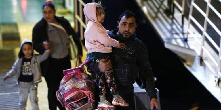 Griekenland haalt migranten van eilanden