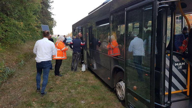 De gestrande bus bij Herpen. Foto: Van Oost Media
