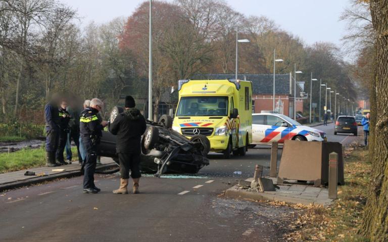 Auto slaat over de kop bij eenzijdig ongeval in Meeden.