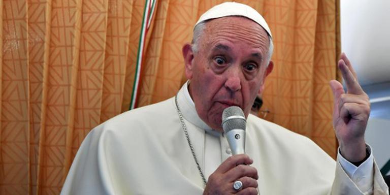 Paus vindt dat homo's excuses verdienen