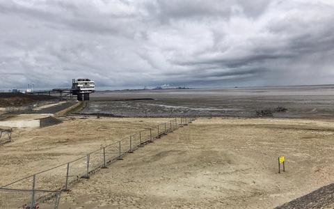 Ligt het nieuwe strand bij Delfzijl vol stuifzand?