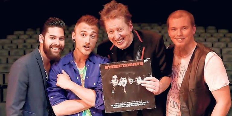 Streetbeats: (vlnr) Jaro Bellekom (bas), Eddie van Dongen (drums), Jan Rot (zang, piano), Laszlo Versteeg (gitaar). FOTO OWEN SCHUMACHER
