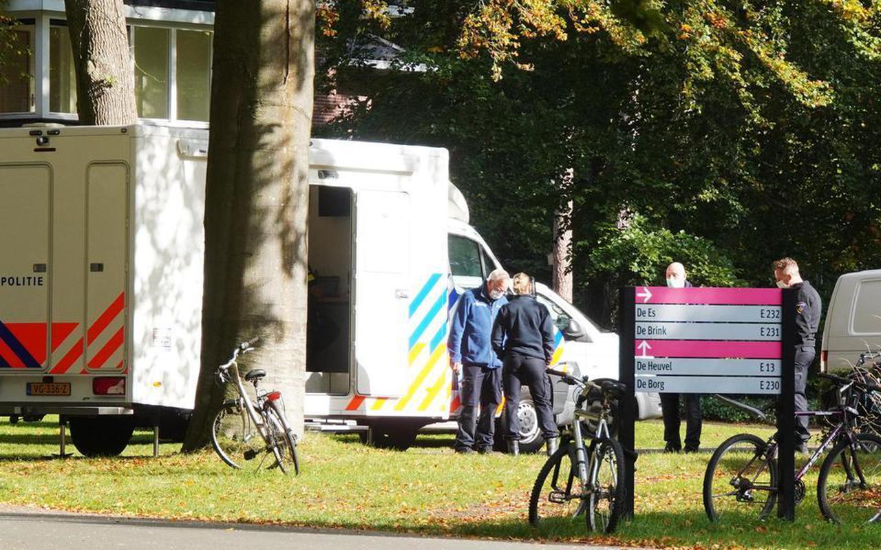 De politie doet onderzoek bij de GGZ-instelling. Foto: Harm Meter.
