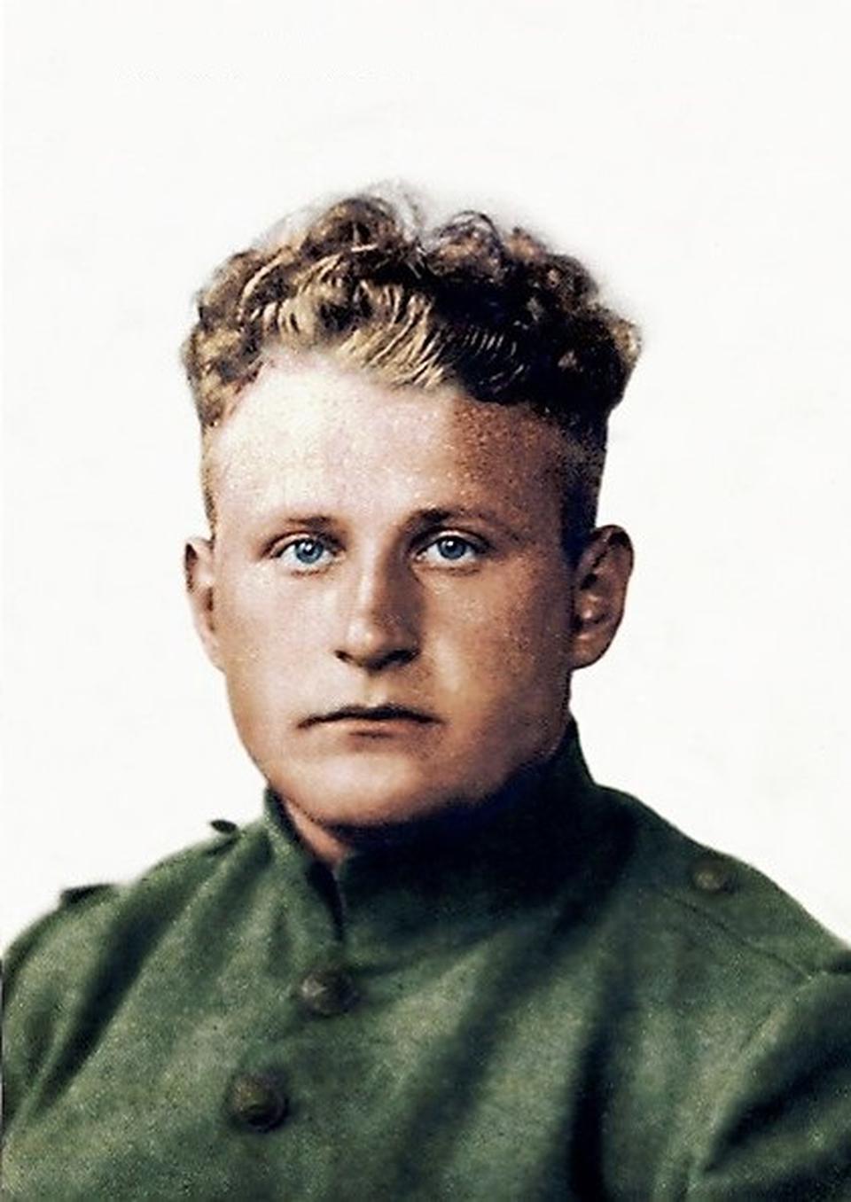 Albert Aalders uit Alteveer bij Roden in 1940. Een verkeerde keuze bracht hem de dood als Duitse soldaat.