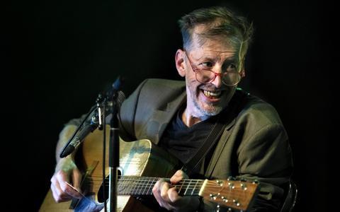 Jan Rot, na 43 jaar terug in Vera, de plek waar het muzikaal voor hem begon.