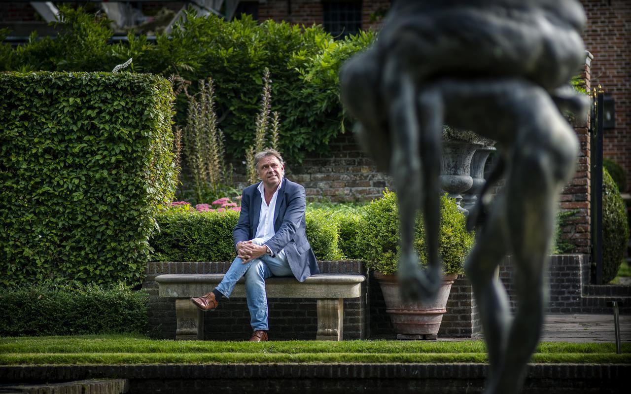 Gerrit Kamstra in de tuin van Museum De Buitenplaats. ,,Cultuur is per definitie ondemocratisch. We faciliteren niet alleen dingen die iedereen leuk vindt.''