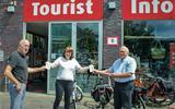 Wandelen door Noordbarge: door Historische Commissie gemaakte route ligt nu gratis bij Tourist Info Emmen. Op pad door Darp en Urk