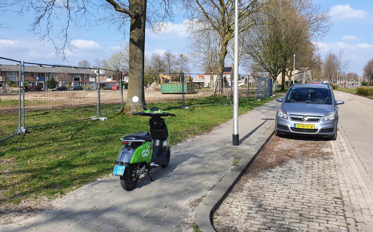 De groene deelscooter kom je overal tegen in Assen.