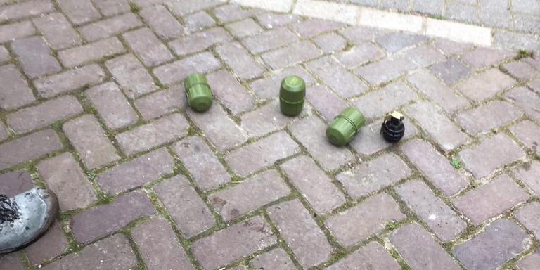 De granaten die in de woning werden gevonden. Foto: Ina Reitzema