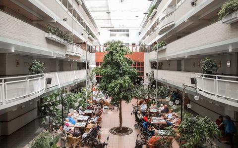 Amsterdams zorgcentrum hard getroffen door coronavirus: al 15 bewoners bezweken