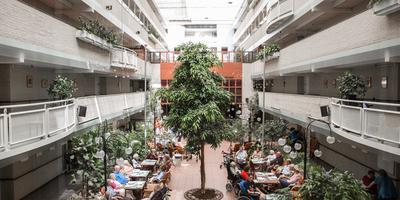 Beth Shalom is een zorgcentrum met Joodse identiteit in Amsterdam-Buitenveldert.