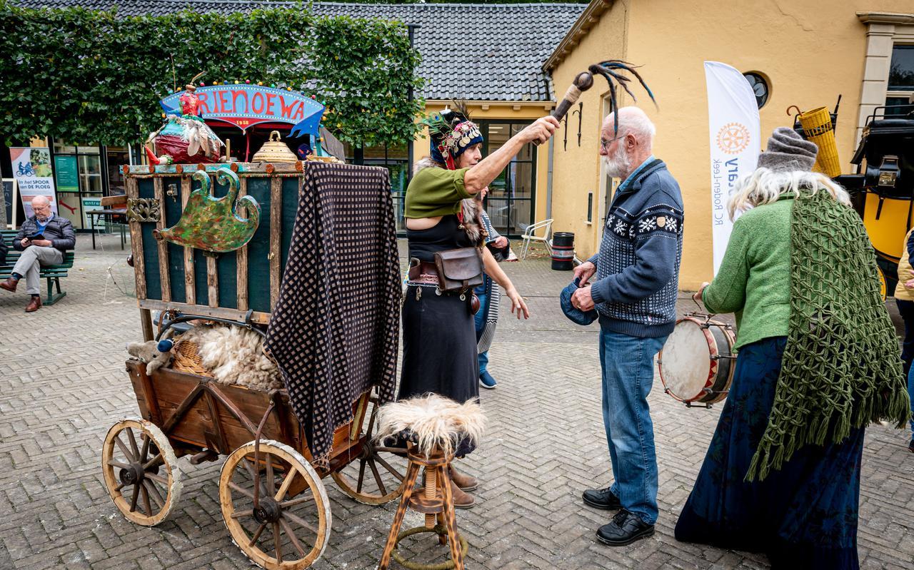 Eerste culturele markt op landgoed Nienoord in Leek.