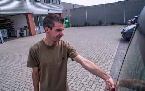 Rogier uit Groningen injecteert kattenchip in zijn hand: 'Ik gebruik 'm om mijn auto te ontgrendelen'