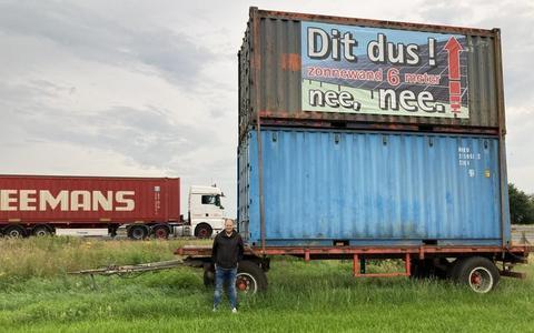 Zeecontainers langs de snelweg: Zo hoog is dus een zonnewand van 6 meter